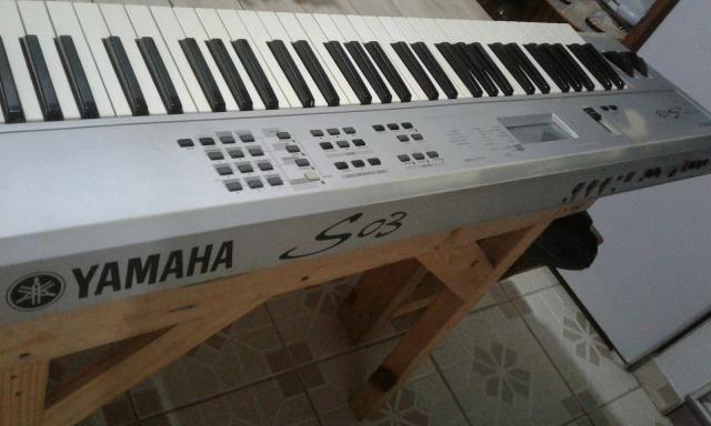 Teclado sintetizador