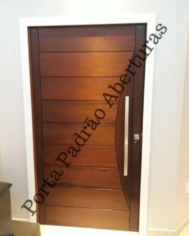 Porta Pivotante de madeira maciça Alto Padrão - Foto 4