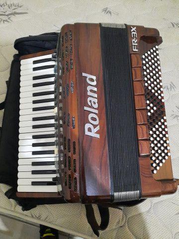 Vendo ou troco Acordeon Roland FR3X (Madeirado) - Foto 3