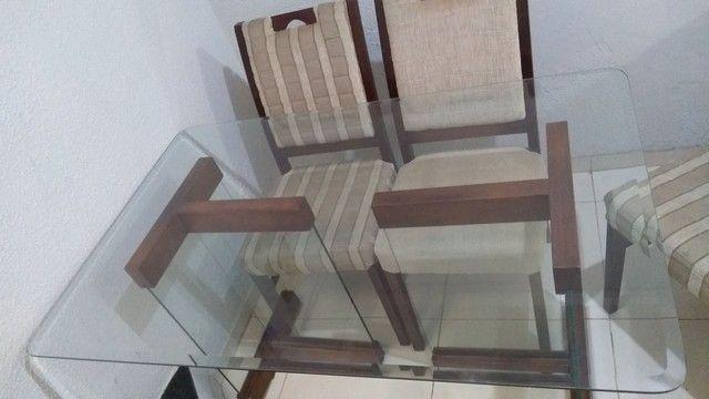 Mesa com 4 cadeiras bem conservada - Foto 4