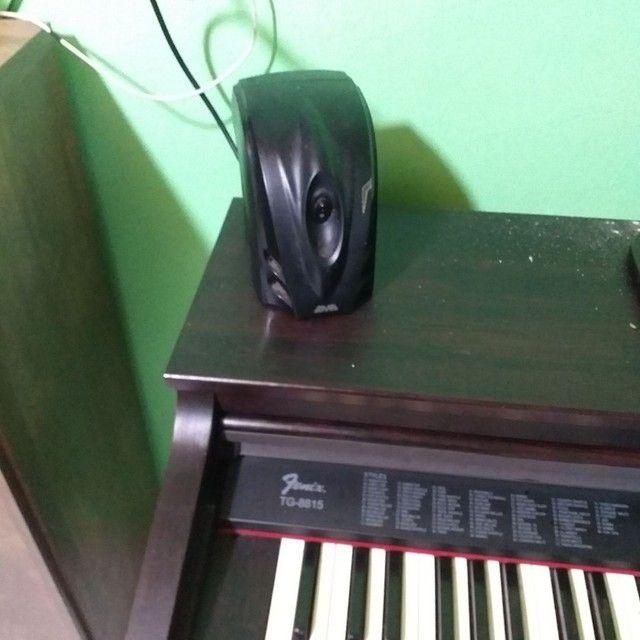 Piano eletrónico com acompanhamentos. - Foto 2