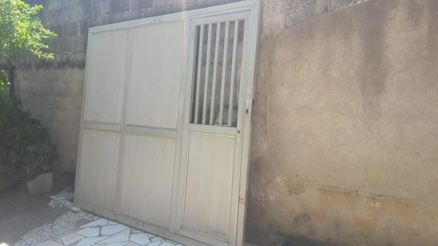 Portão de alumínio com portão social