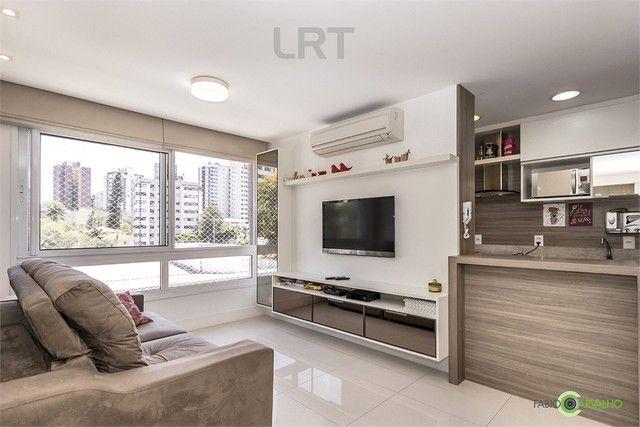 Apartamento à venda com 3 dormitórios em Jardim botânico, Porto alegre cod:REO526799