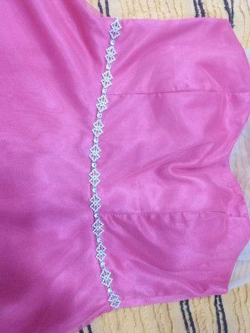 Vestido de gala rosa todo a tule com estras na cintura e renda com tule em cima  - Foto 2