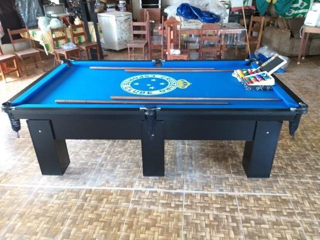 Mesa Charme | Carlin | Cor Preta | Tecido Azul | Logo Cruzeiro