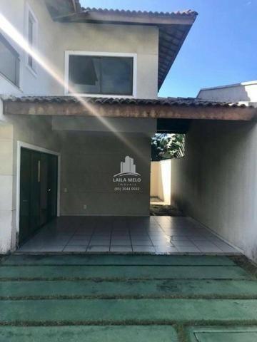 Casa em condomínio com 4 suítes e escritório