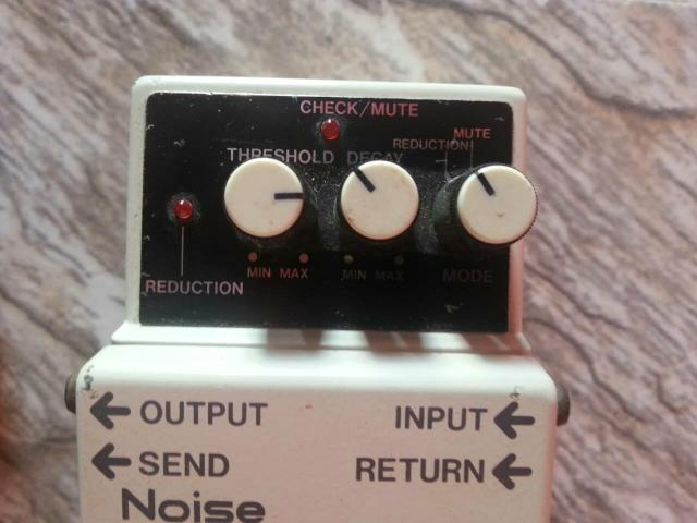 Boss noise gate c/ fonte