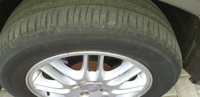 Focus Ghia Sedan 2001 - Foto 3