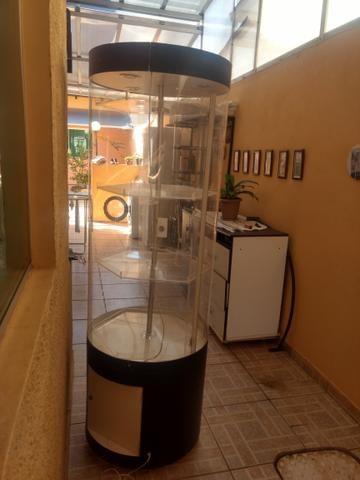 Expositor giratório cilíndrico