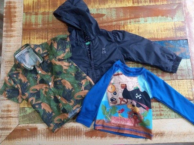 jaqueta Benetton+camiseta manga curta dinossauro+camiseta manga longa UV