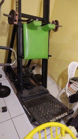 Máquina de musculação hack