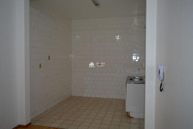 Apartamento 3 Dormitórios com sacada - Uma quadra do Calçadão - Foto 11