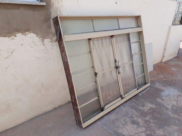 3 janelas por 500,00  medida 1,50 altura x por 1,20 L . Passo cartão  - Foto 2
