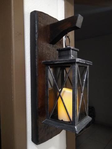 Luminária com suporte em madeira rústico