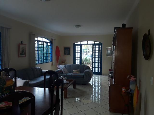 Vendo linda casa em condomínio fechado na DF 425(Pego sua casa no Setor de Mans?es!) - Foto 2
