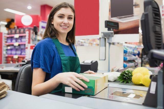 Repositor de Mercadoria e Operadora de Caiaxa para Supermercados