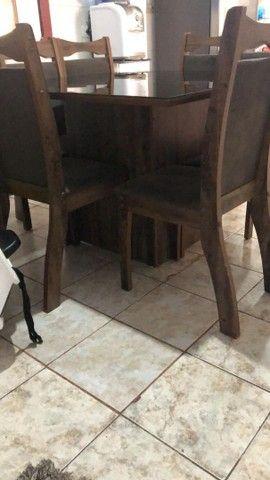 Vende-se mesa com 8 cadeiras - Foto 2