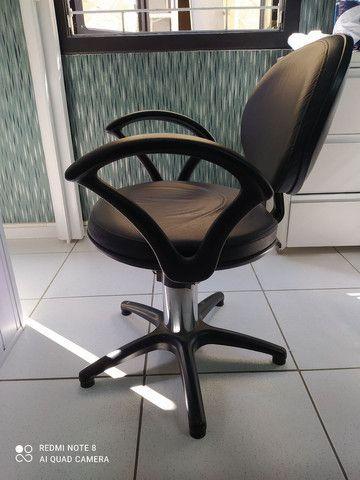 Cadeiras hidráulicas para salão - Foto 4