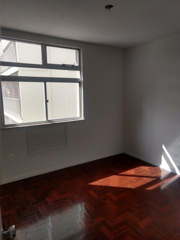 Apartamento quadra praia, Rua Mariz e Barros - Foto 4