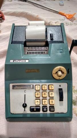 Calculadora Olivetti, funcionando.