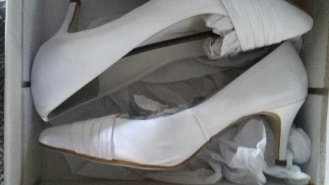 Sapato branco para noivas super Novo usado apenas um do vez