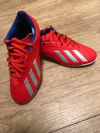 a5e1361ec8f Chuteira adidas x 18 4 in futsal cor prata e vermelho - Esportes e ...
