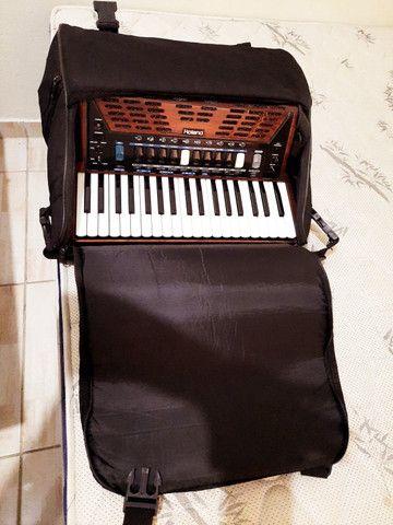 Vendo ou troco Acordeon Roland FR3X (Madeirado) - Foto 4