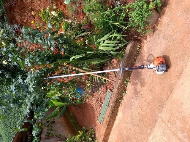 Limpeza de lotes e terrenos com roçadeira... - Foto 2