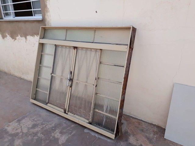 3 janelas por 500,00  medida 1,50 altura x por 1,20 L . Passo cartão
