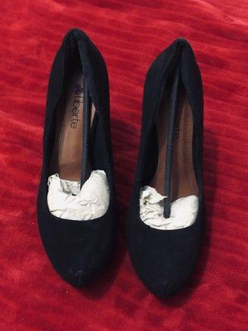 Sandália scarpam preto - Foto 4