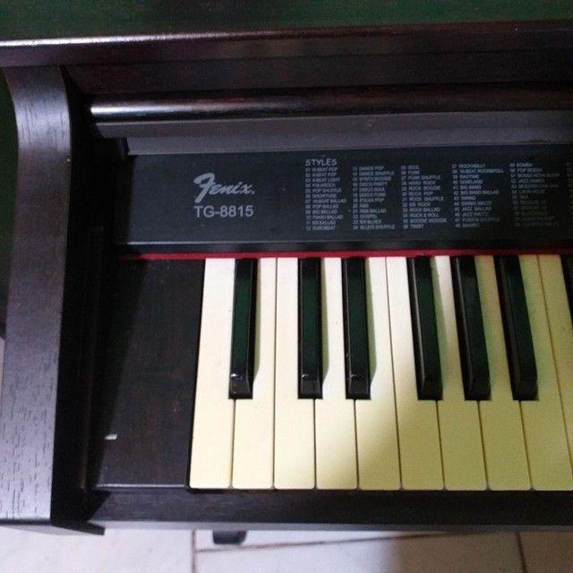 Piano eletrónico com acompanhamentos. - Foto 4