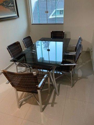 Vendo mesa de vidro com 6 cadeiras  - Foto 4