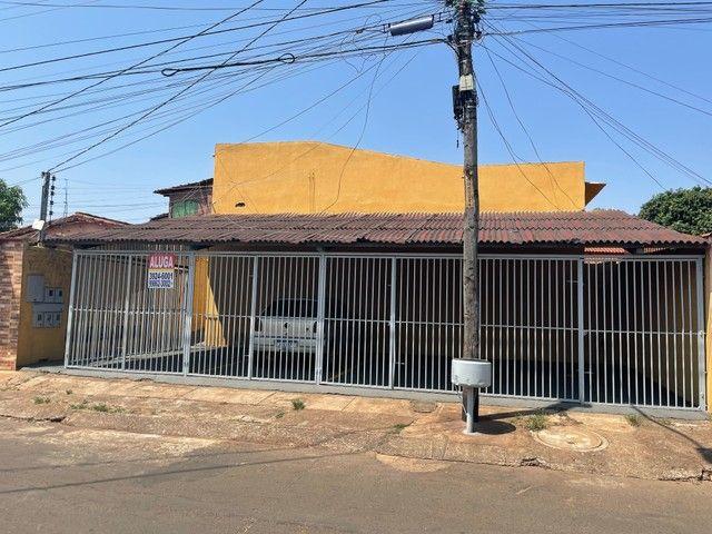Casa/ Apartamento térreo para aluguel 2/4 c/ garagem. St. Jardim Petropolis