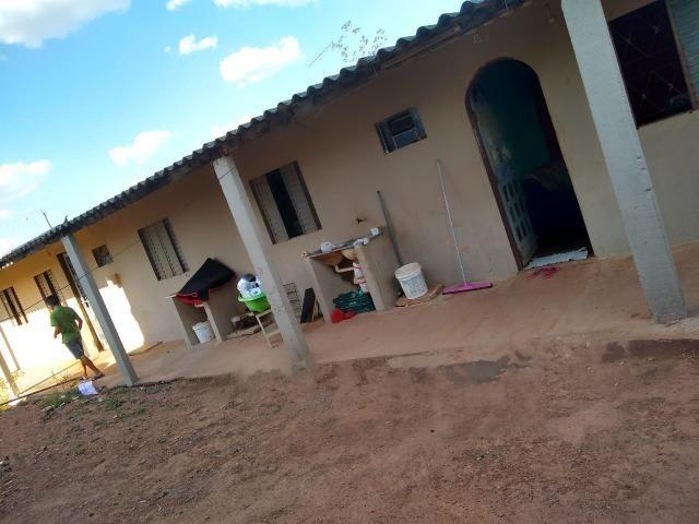 Otimo Lote 300 m² com 2 Barracos Cond. Dom Francisco - Foto 2