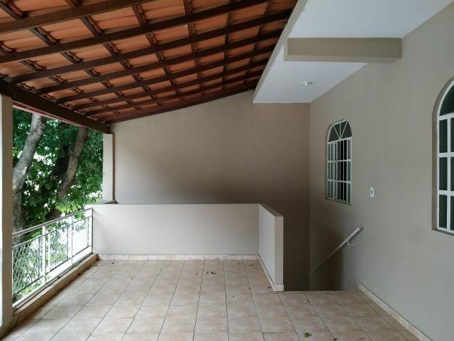 (R$175.000) Casa c/ 03 Quartos, Varanda Grande e Garagem no Bairro Santa Rita (parte alta) - Foto 2