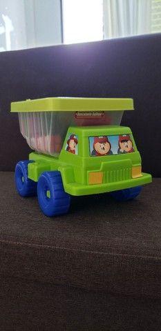 Caminhão basculante Gulliver