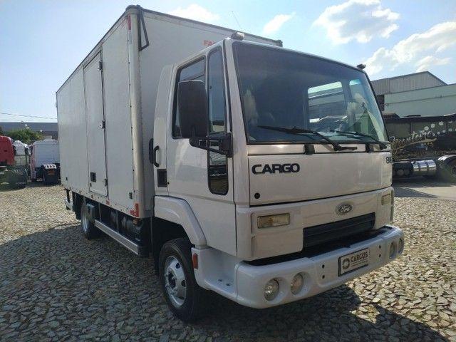 Cargo 816 2013. Baú de 5.50 isolado - Foto 2