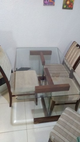 Mesa com 4 cadeiras bem conservada - Foto 2