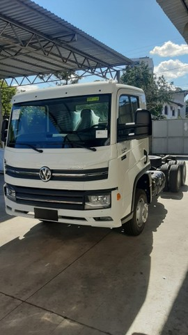 Caminhao chassis Volkswagen  Delivery 13.180 6x2. 2021/2022 - Foto 2