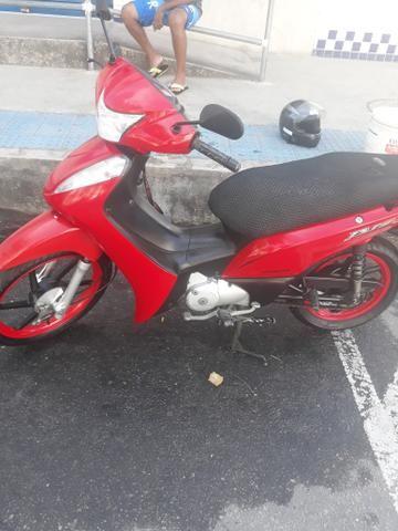 Vendo Biz filé para quem gosta de uma bela moto