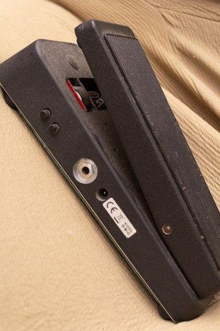 Pedal de Wahwah Dunlop CryBaby 95Q c/ Boost - Foto 6