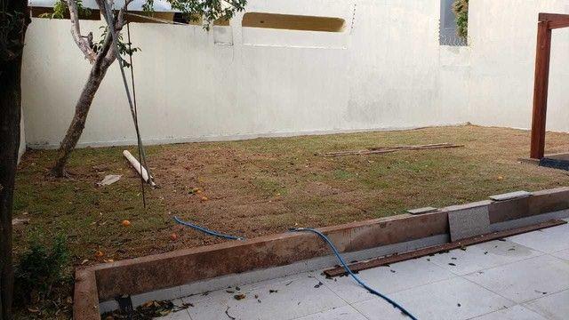 Casa terrea com terreno de 360m² e 160 m² de área construída, imóvel todo reformado - Foto 8