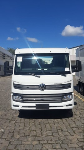 Caminhao chassis Volkswagen  Delivery 13.180 6x2. 2021/2022 - Foto 5