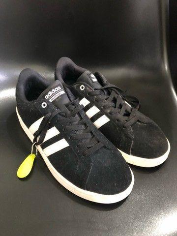 Tênis Adidas de camurça 40