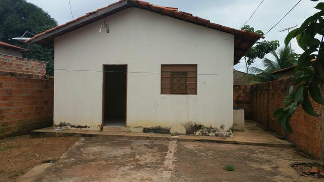 Aluga-se uma casa na 1005 Sul Urgente