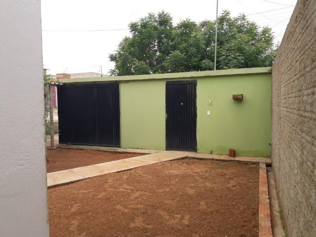 Vende-se ótima casa no bairro DNER, 3 quartos, 3 banheiros. ótimo preço 200 mil - Foto 2