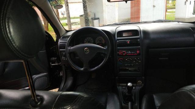 Vendo Astra Hatch 2.0 Completo Ar Direção Super Conservado! - Foto 2