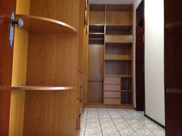 Alugo suíte mobiliada em residência familiar - Foto 4