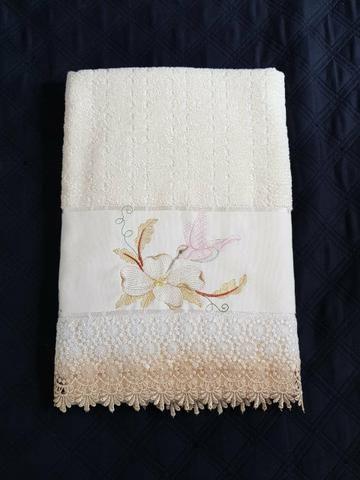 f316fbd303cf Toalha de banho bordada e com renda guipir - Utilidades domésticas ...