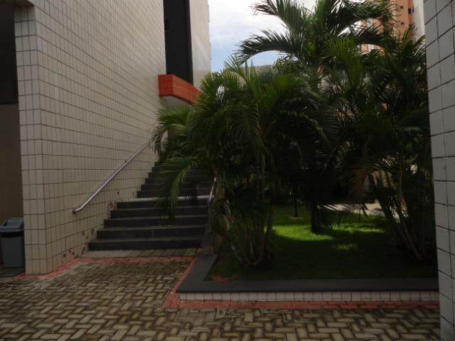 AP0303 - Apartamento com 3 dormitórios à venda, 108 m² por R$ 300.000 - Papicu - Foto 3